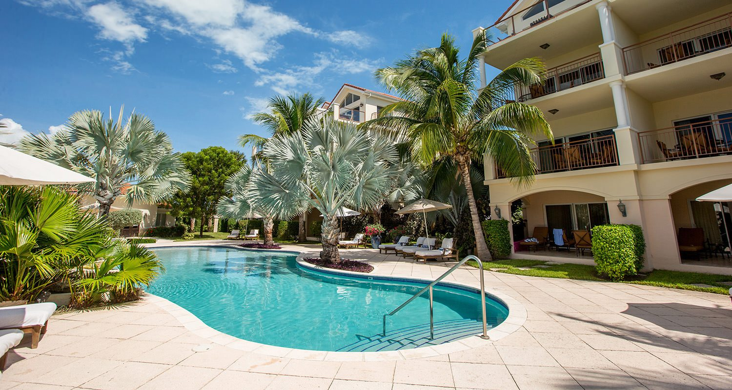 Villa del Mar Resort offers affordable luxury suites, a great pool and poolside bar, friendly staff, and truly in the heart of Grace Bay
